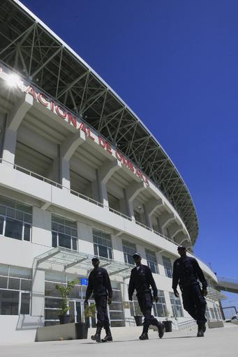 サッカーの試合で入場口にファン殺到、17人死亡 アンゴラ