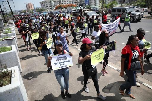 ナイジェリア首都警察、売春の容疑を掛けた女性らをレイプか