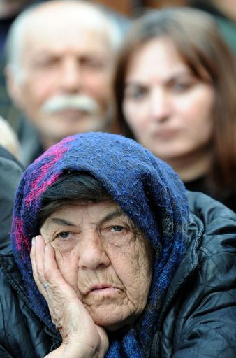 大統領の辞任求め大規模デモ続く グルジア・トビリシ