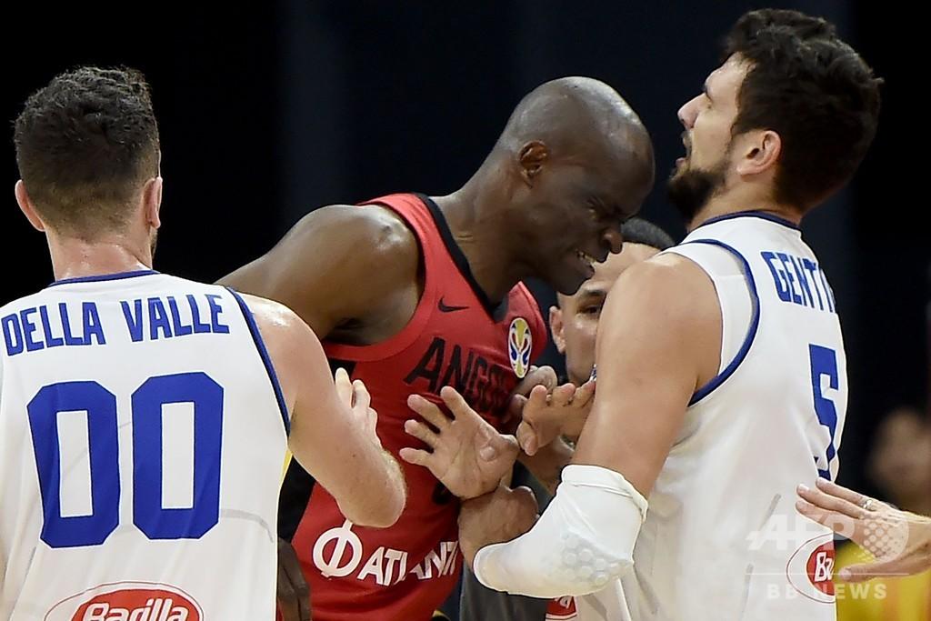 アンゴラ選手がイタリア戦で相手に頭突きし一触即発、バスケW杯