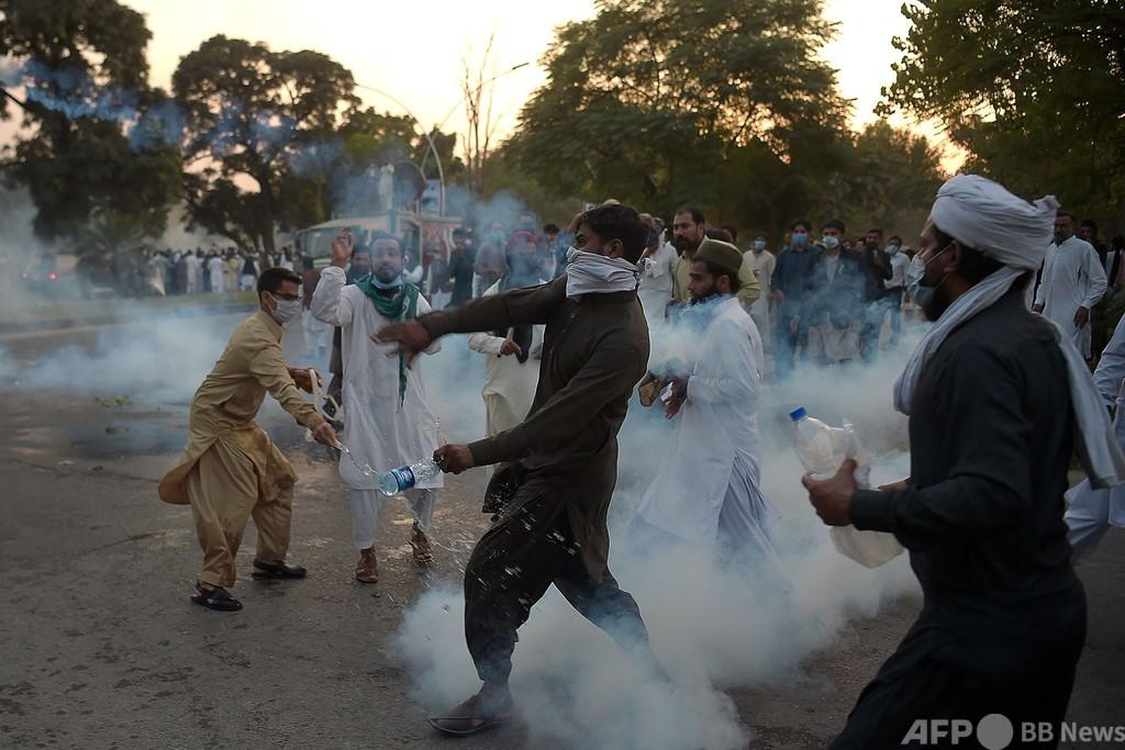 バングラ・パキスタンで反仏デモ 数万人が大統領発言に抗議