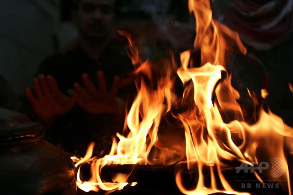 豪音楽フェス参加のフランス人女性、たき火に3度飛び込み死亡