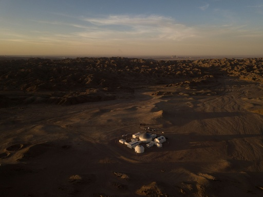 砂漠の真ん中に火星基地シミュレーター開設、若者向け教育施設 中国
