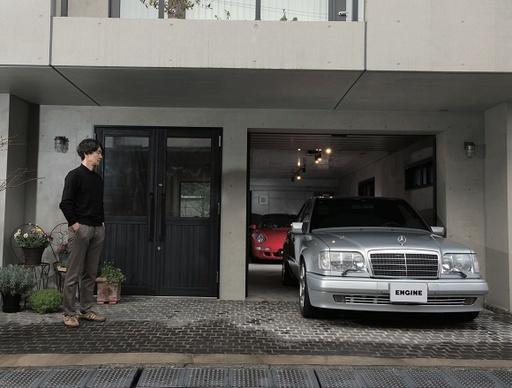【ガレージ取材】メルセデス・ベンツ500Eとタイプ993のカレラ4S 2台の濃密なドイツ車とオシャレな自宅ガレージ