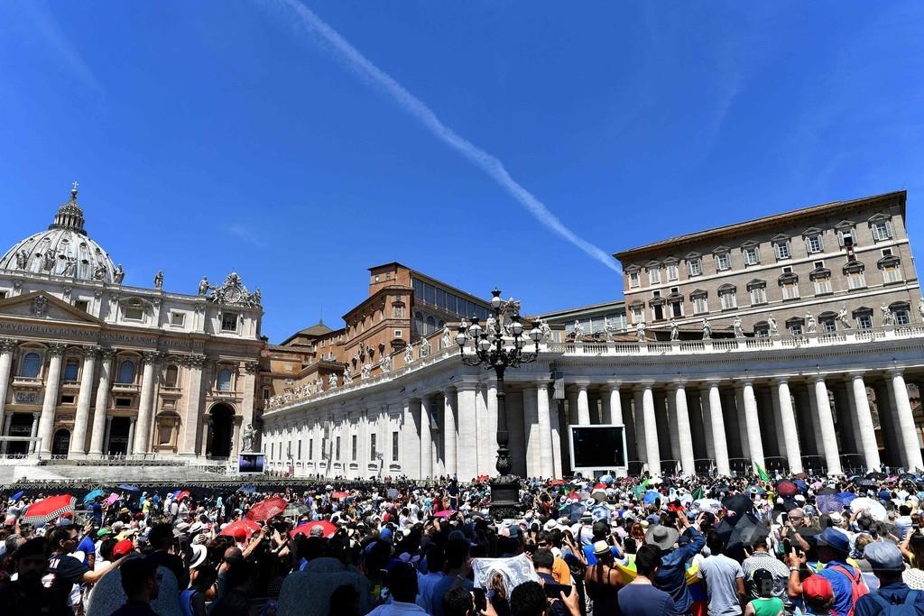 バチカン、児童ポルノ所持の神父に禁錮5年の判決