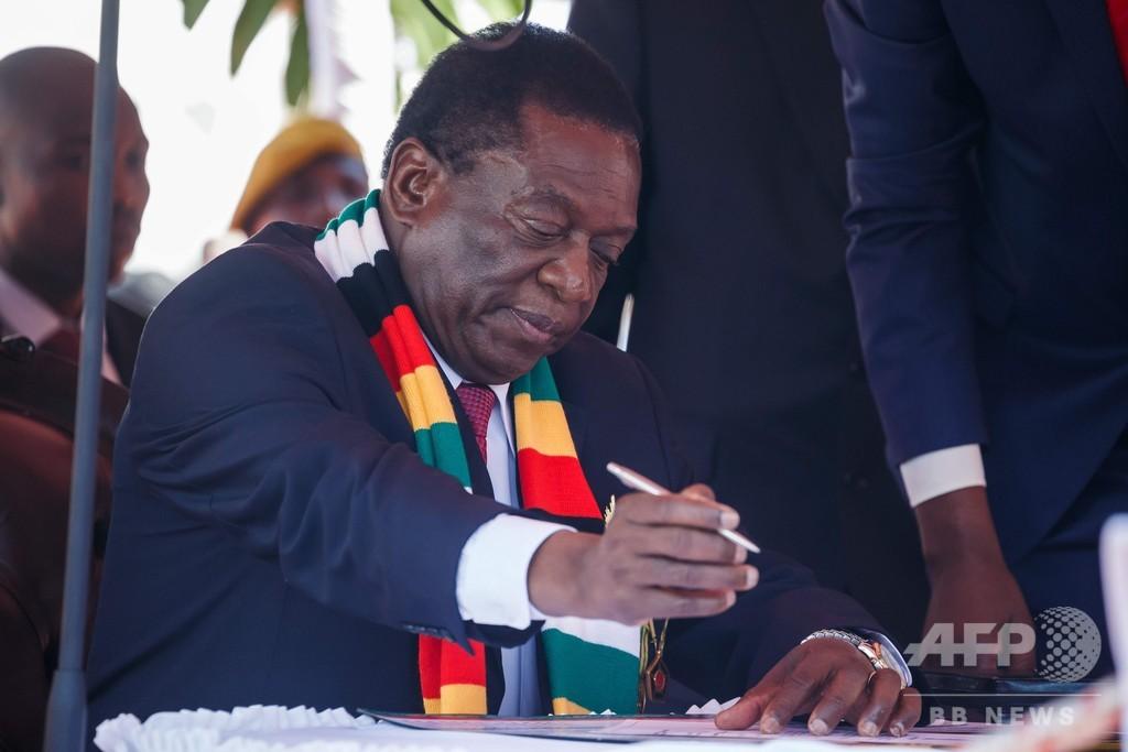 ジンバブエ現職大統領が就任宣誓、野党は不正選挙の抗議続行を宣言