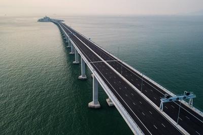 中国本土と香港・マカオ結ぶ世界最長の橋、開通式開く 習氏ら出席