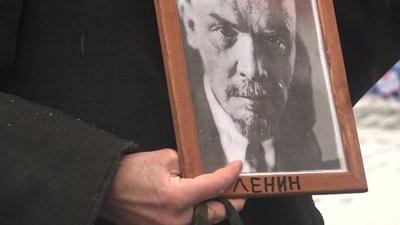 動画:レーニン没後95年、共産主義者らが赤の広場で献花 ロシア