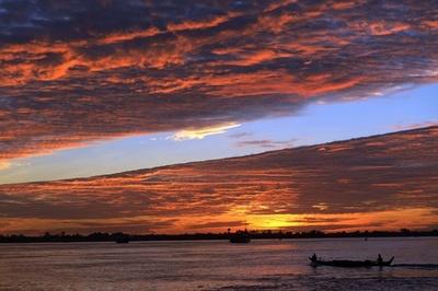 メコン川の美しい夕焼け