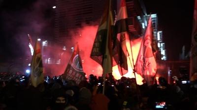 動画:ハンガリー、「奴隷法」可決で超党派が大規模デモ 参加者1万5000人超
