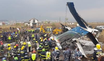 ネパールで旅客機墜落、49人死亡 22人負傷