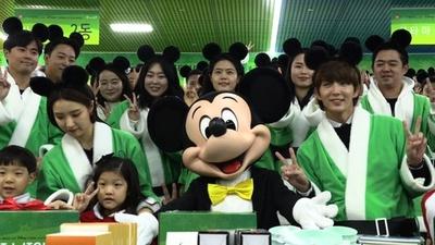 動画:ミッキーマウス、低所得層の子どもへクリスマスプレゼント 韓国