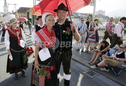 伝統衣装で仮装パレード、オーストリアで開催