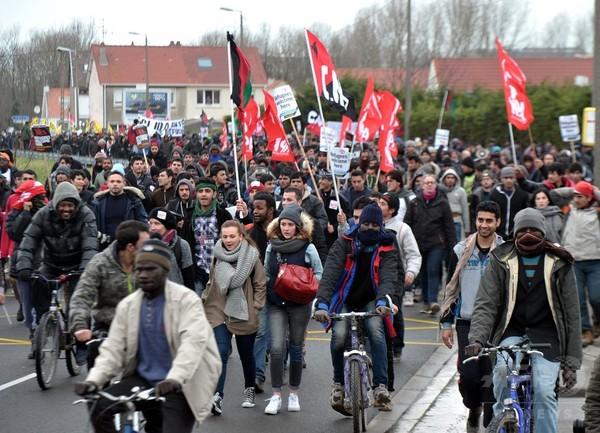移民数十人が英行きフェリーに侵入、仏港が数時間業務停止