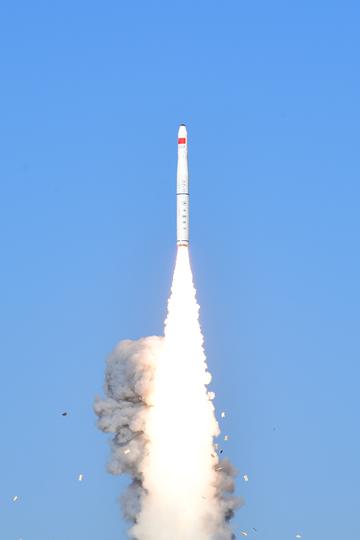 中国、4基の衛星打ち上げに成功