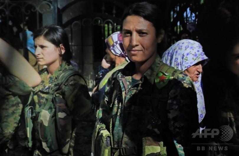 クルド人女性戦闘員の遺体動画に怒りの声 シリア