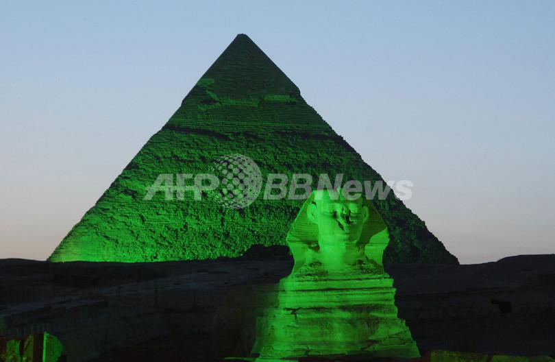 エジプト文明とアイルランド文化の出会い、聖パトリック・デーでピラミッドが緑色に