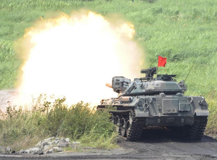 陸上自衛隊が東富士演習場で射撃訓練、静岡