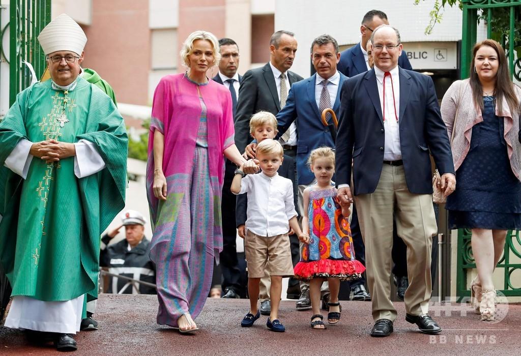 モナコ大公一家が伝統のピクニック、双子の公子と公女も参加