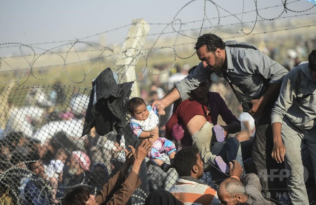トルコ政府が国境開く、シリア難民数千人が入国