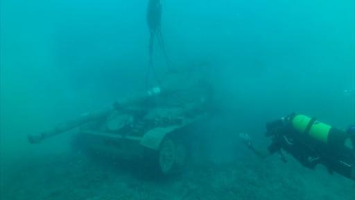 動画:古い戦車を海に沈め「海底公園」に、ダイバー誘致も レバノン