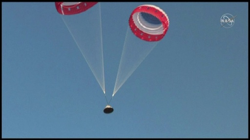 動画:ボーイングのカプセル型有人宇宙船、実験でパラシュートの一つ開かず