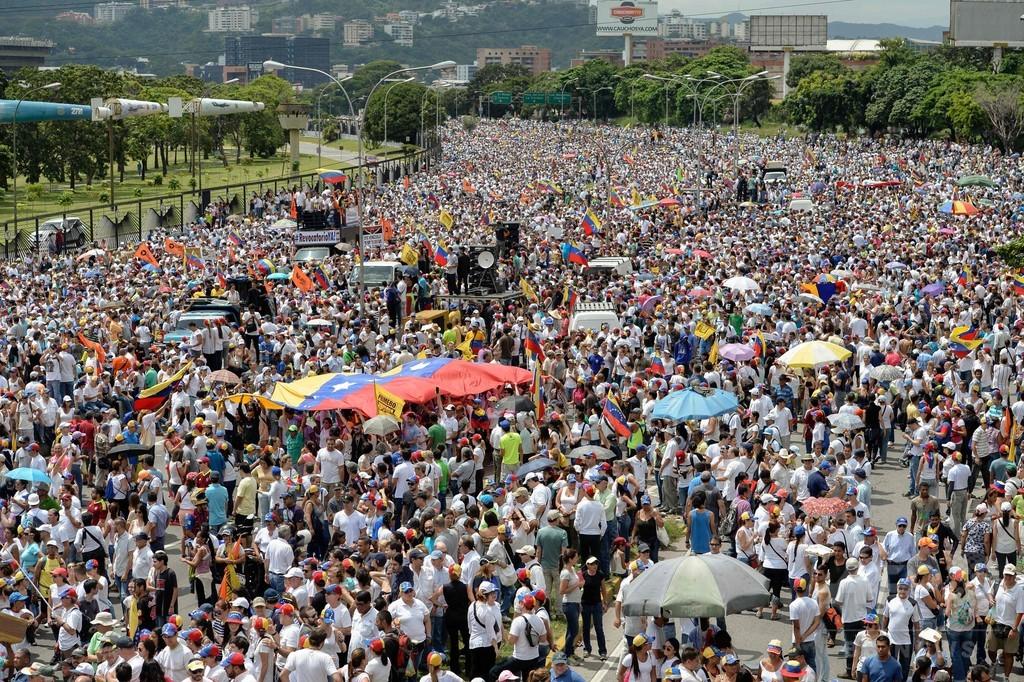 ベネズエラ、大統領の退陣求め大規模全国デモ