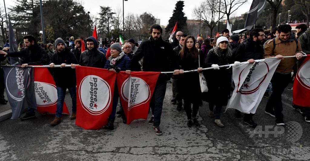 イタリア、銃乱射の町で反ファシストデモ 数万人が参加