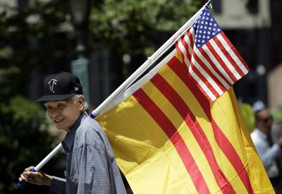 解放記念日に南ベトナム旗掲揚、仏教徒らに最高で12年の禁錮刑