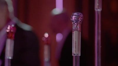 動画:「カール・ラガーフェルド×モデルコ」コスメライン、仏パリでローンチ