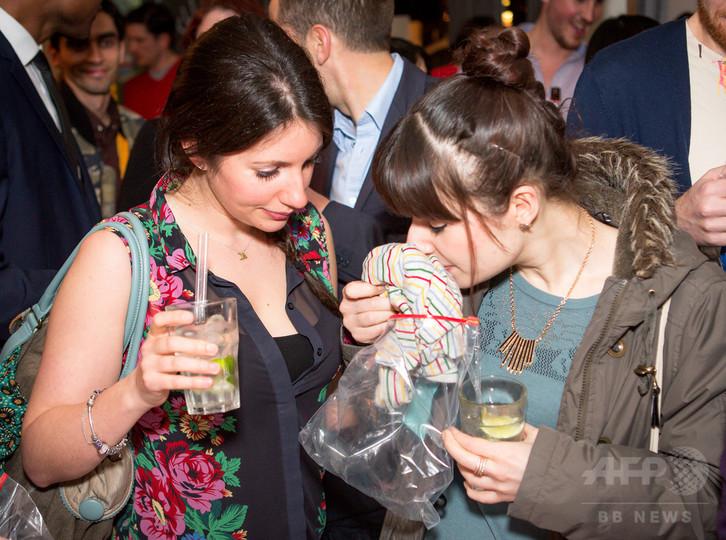 ロンドンの新流行、におい嗅ぐ合コン「フェロモン・パーティー」