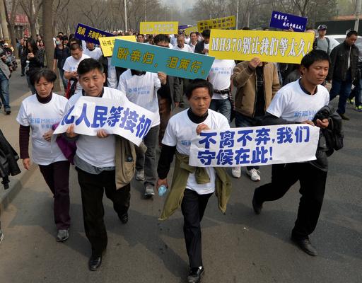 不明機乗客の親族がデモ行進、北京のマレーシア大使館へ