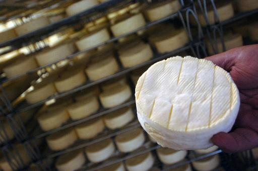 低温殺菌牛乳でも「カマンベール」? 仏チーズ論争の行方