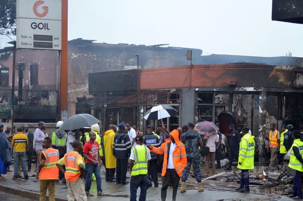 ガソリンスタンド爆発・洪水の死者、150人超に ガーナ