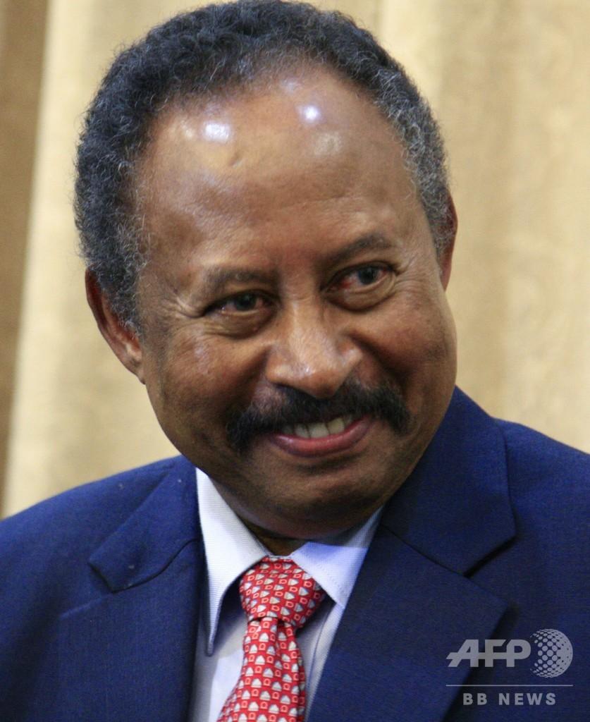 スーダンで文民多数の統治機構発足 首相就任