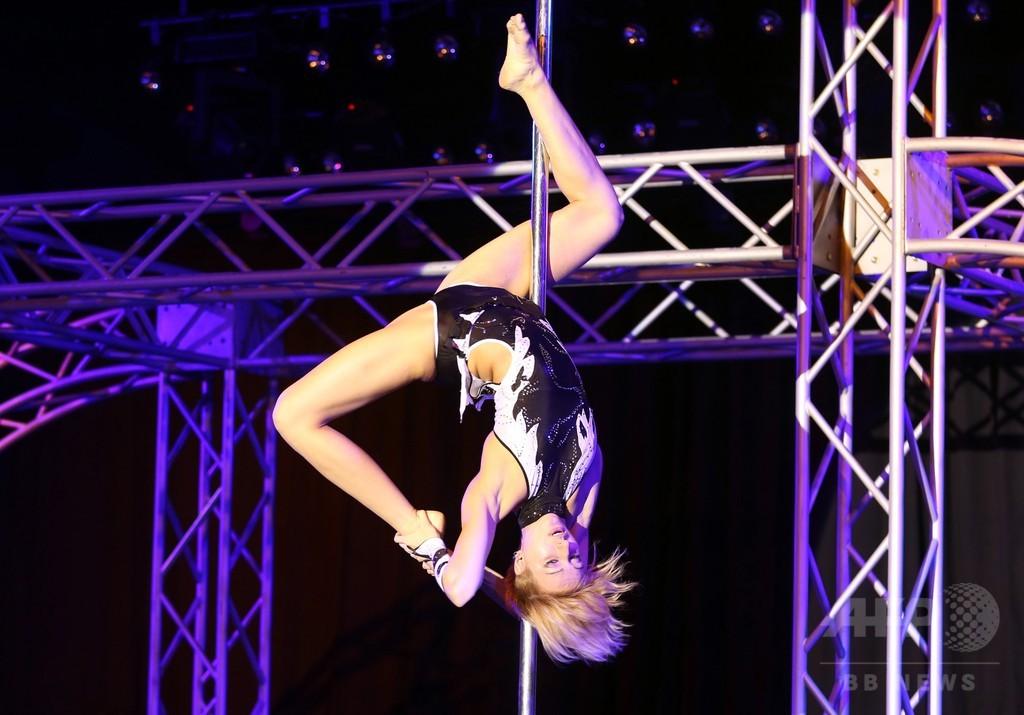 キプロス「ポールアート2014」、ダンサーらが華麗な演技