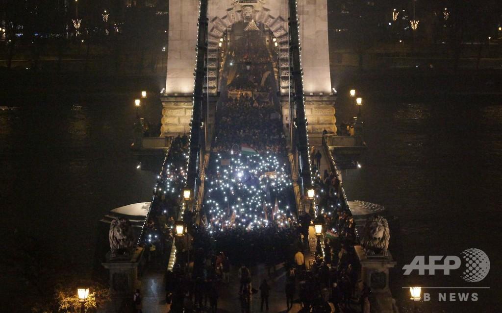 「奴隷法」成立で再び大規模デモ ハンガリー