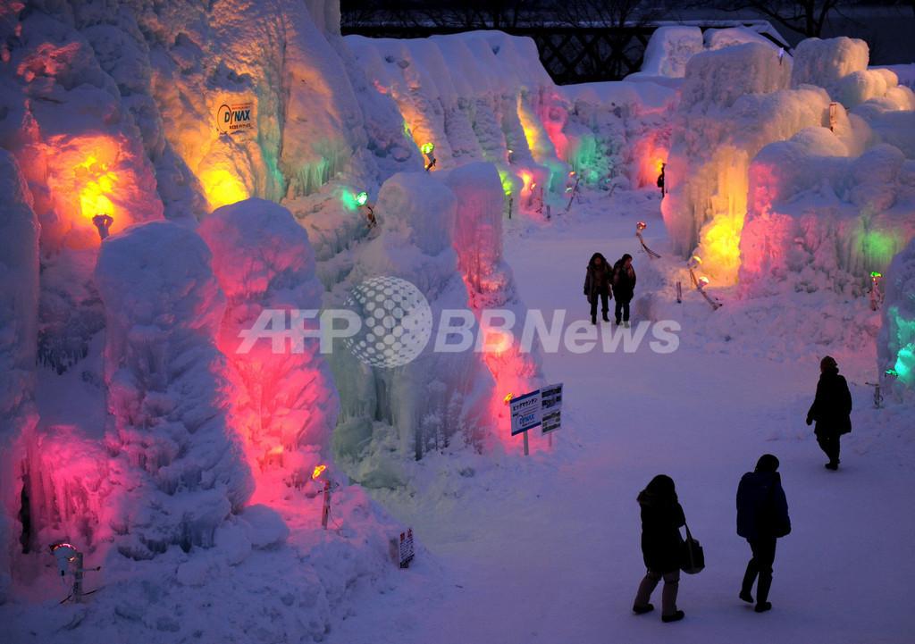 7色の灯りがともる幻想的な支笏湖 恒例の氷濤まつり 北海道