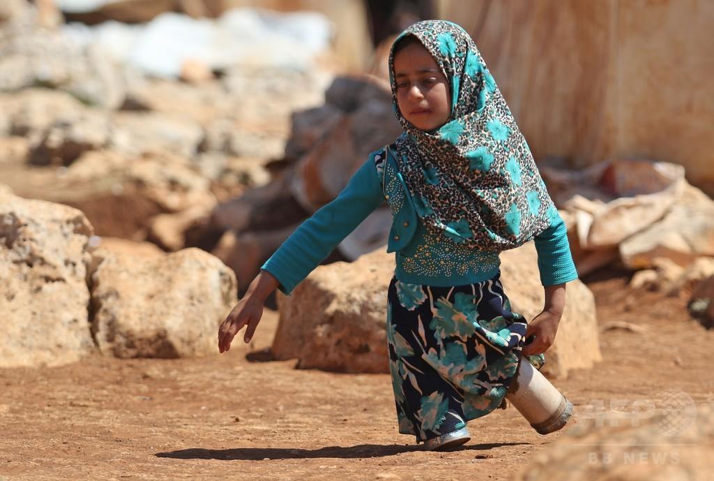 父の手作り、空き缶義足のシリアの少女 写真が反響 トルコで治療へ