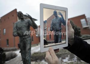 アップルの故ジョブズ氏の銅像、ハンガリーに完成