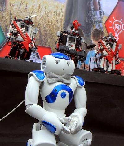 ロボットバンド登場、リトアニア「ストリートミュージックの日」