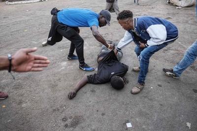 ジンバブエ、軍がデモ隊に発砲 3人死亡 選挙結果受け騒乱