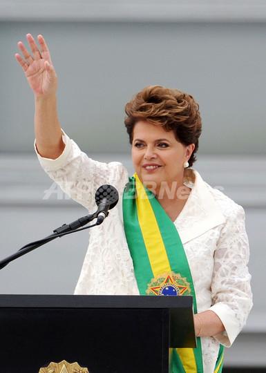 ルセフ大統領が就任、ブラジル初の女性大統領