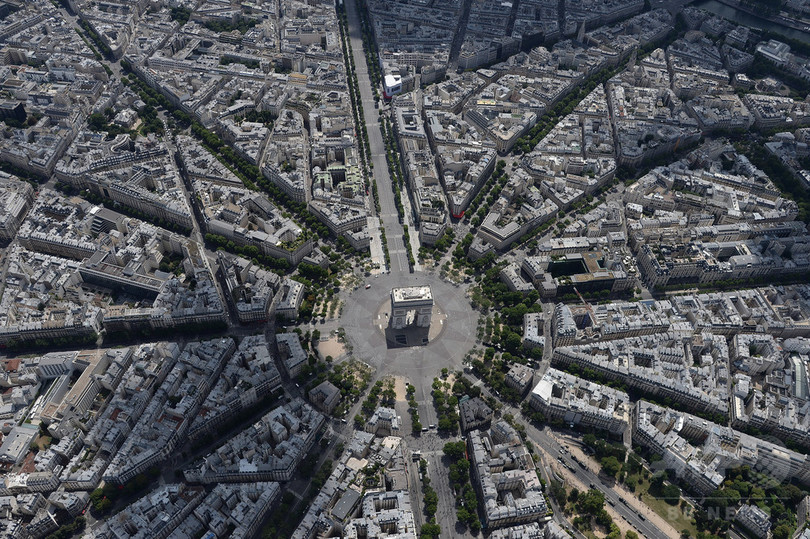 【AFP記者コラム】パリ上空から見たフランス革命記念日