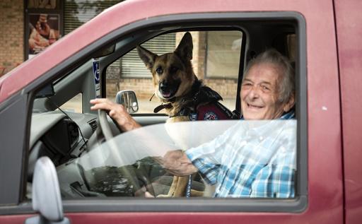 退役軍人に寄り添い心の傷を癒やす「ドッグセラピー」 米