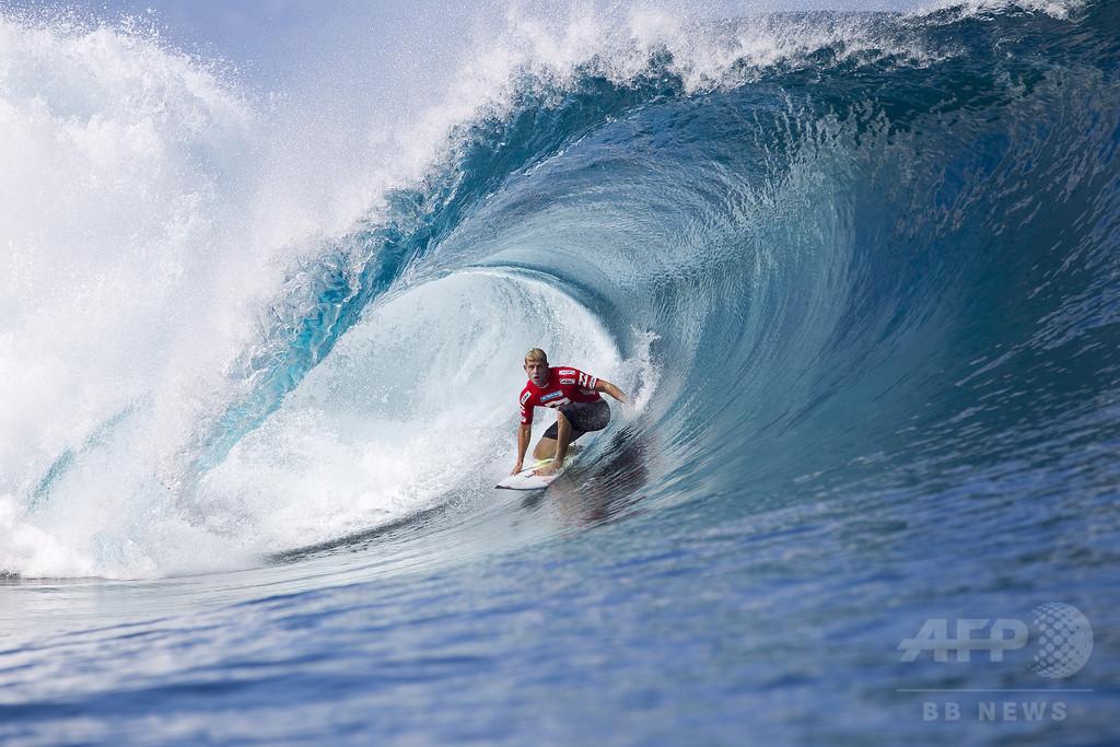 ミック・ファニングが引退表明、サメと格闘した伝説的サーファー