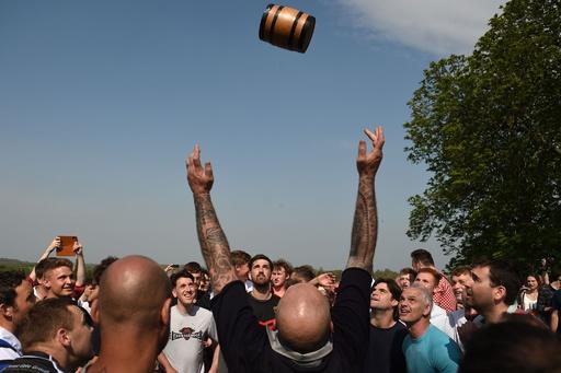 野うさぎパイやビールのたる争奪戦、イースターの伝統行事 英