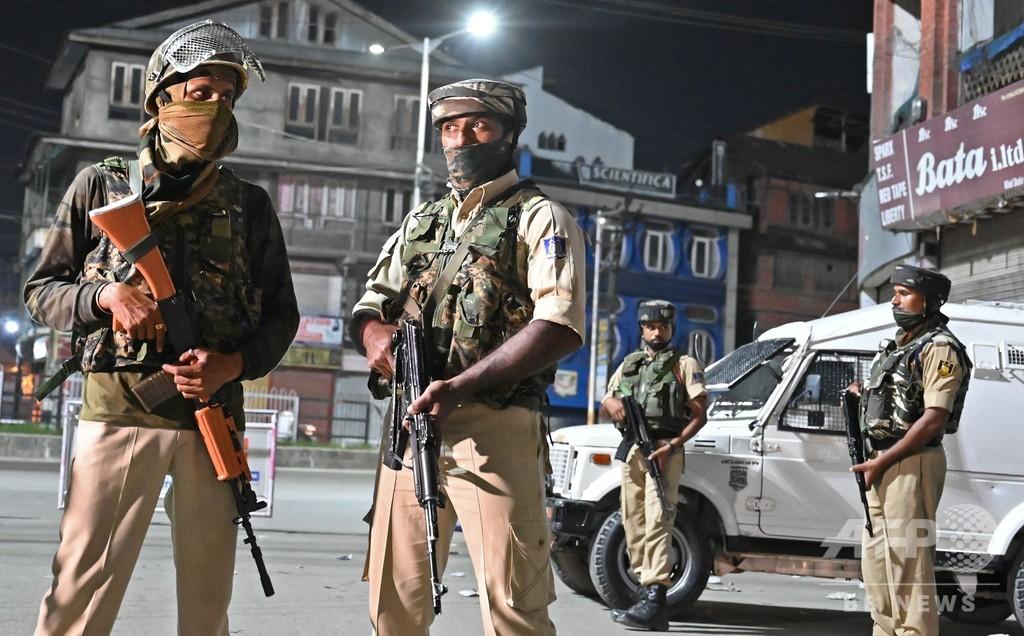 印パ係争地カシミール、インド支配地域を当局封鎖 通信遮断、政治家軟禁の情報も