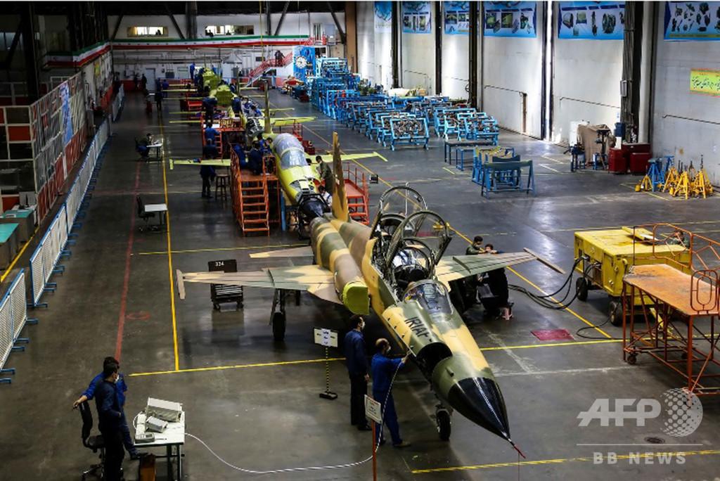 イラン初の国産戦闘機「コウサル」、製造ラインの写真公開