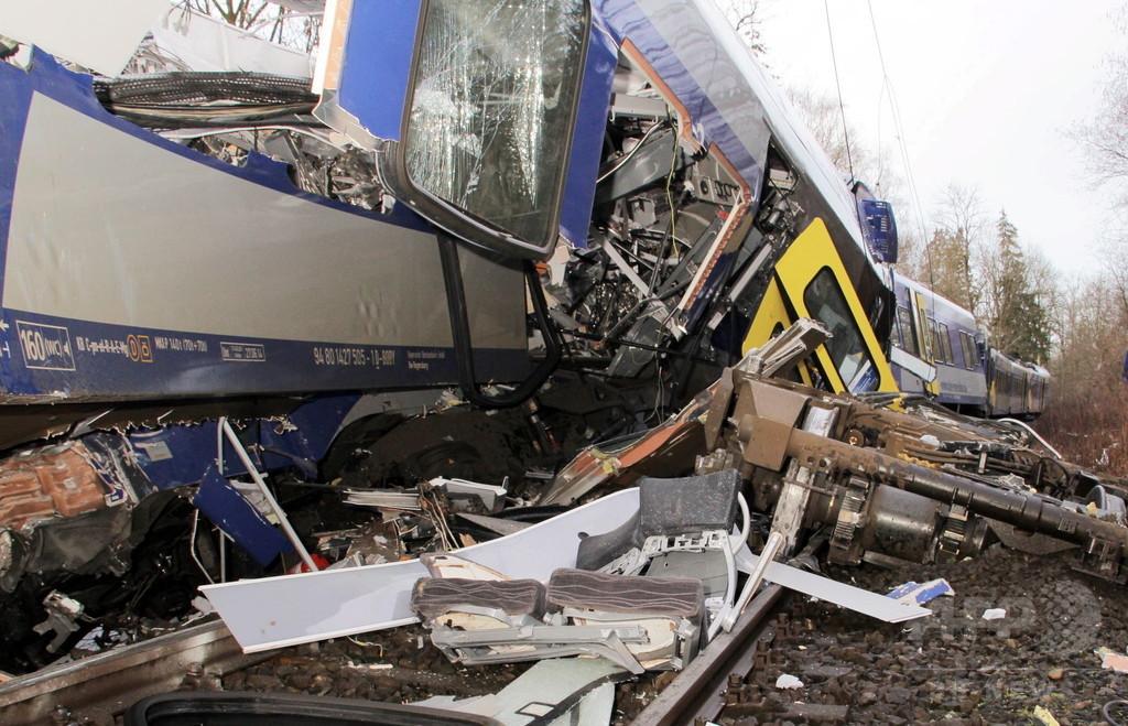 ドイツで列車2台が正面衝突、8人死亡 約100人が負傷